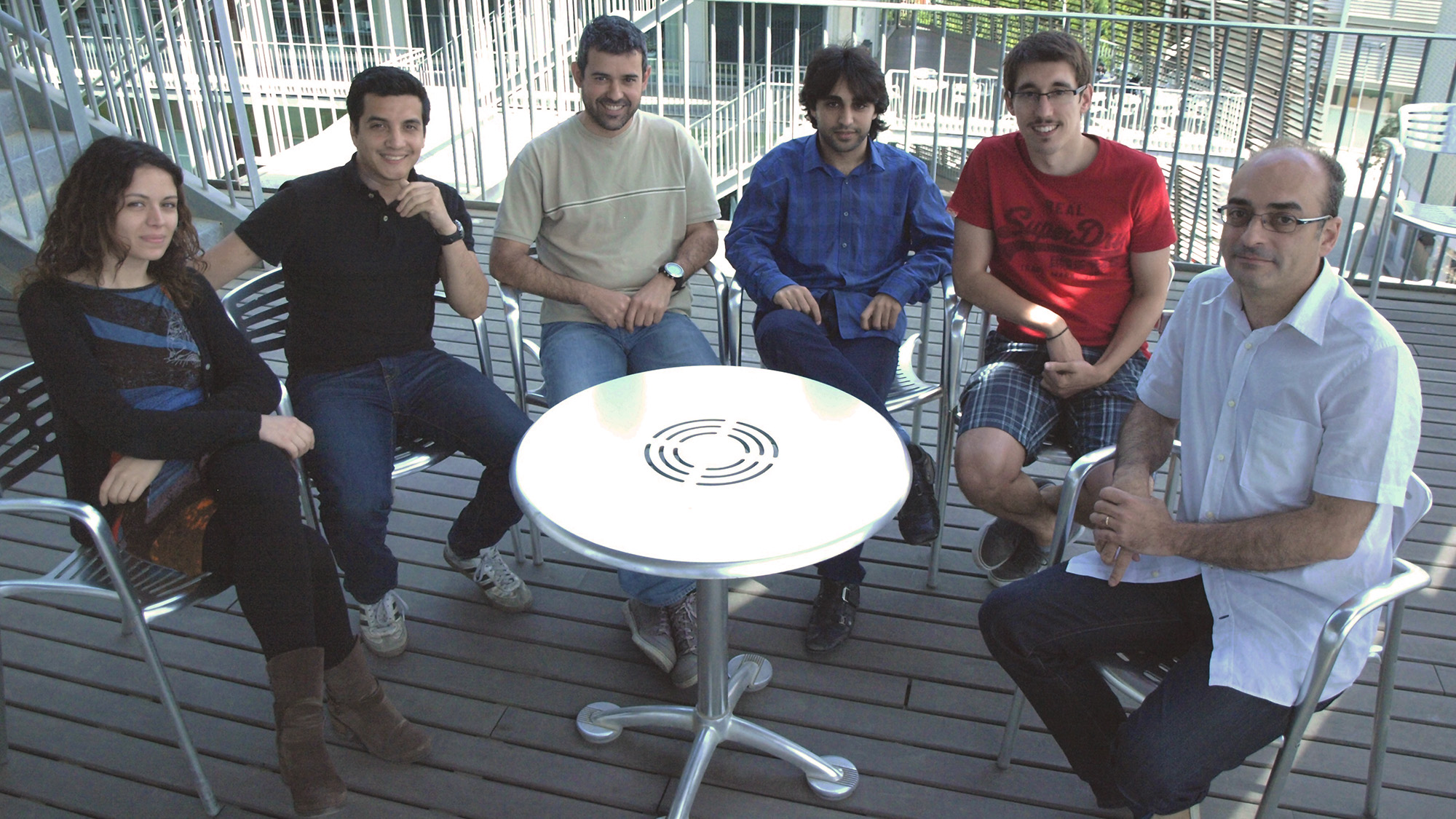 Two PhD students, two masters students and one postdoc: the five members of the paleogenomics group led by Carles Lalueza-Fox at the IBE (CSIC-UPF).