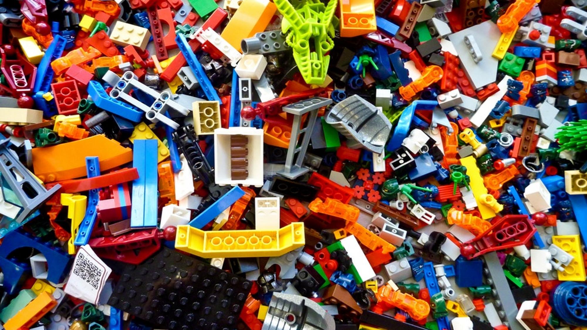 Un dels ponents va explicar conceptes de física quàntica mitjançant peces de LEGO.