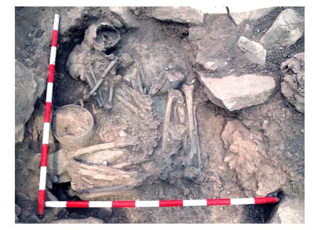 Un home i una dona enterrats costat a costat en el lloc de l'Edat de Bronze de Castillejo de Bonete (Ciutat Real) tenien diferents ancestres genètics. Foto de Luis Benítez de Lugo Enrich / José Luis Fonts Sánchez (Oppida).