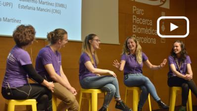 Personal investigador del PRBB debate, con jóvenes estudiantes, diferentes aspectos de la carrera científica en una mesa redonda organizada en el marco de la Jornada BioJunior 2019. Imagen de Jordi Casañas/PRBB.