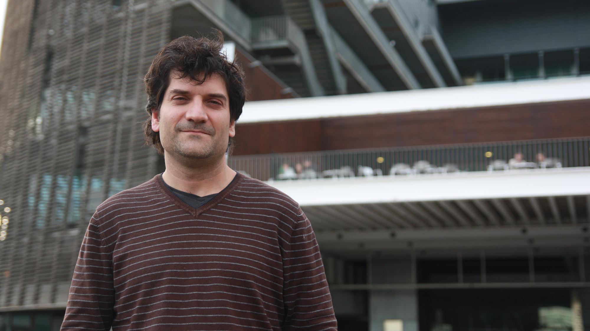 Òscar Salvador és el director de la coral del PRBB.