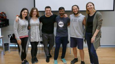 """Les i els participants de la primera edició del taller """"Dance your Science - Kinaesthesics for cognitive agility"""", organitzat pel programa Intervals del PRBB."""