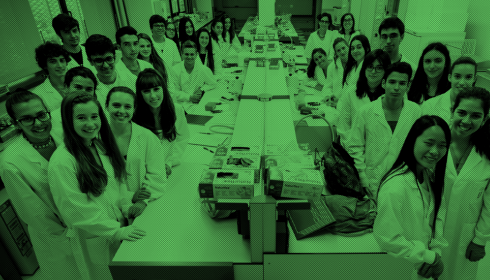 "Students of the ""Molecular Biology Laboratory: Discover Mutations"" course organized by the DCEXS-UPF."