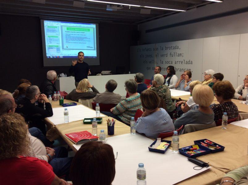 Taller de ciència ciutadana i co-creació BiblioLab Ciència amb persones de la 3a edat a St. Vicenç dels Horts.