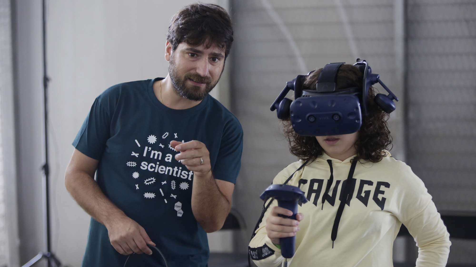 """Virtual Science: enter the microscopi world"" is one of the different activities that visitors can emjoy during the PRBB Open Day."