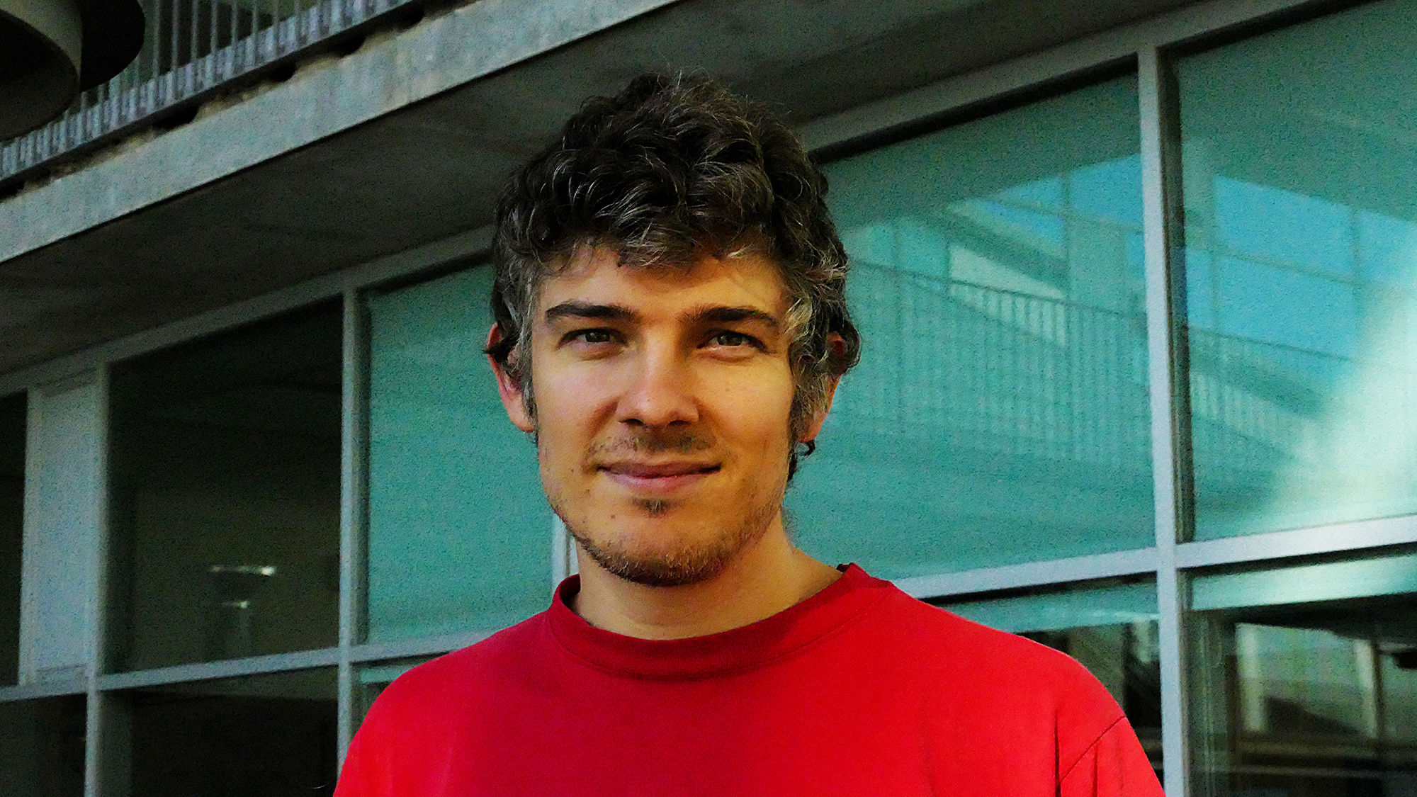 Marcos Francisco Perez, who received his PhD from the UPF, doing his research at the CRG, has received one of the eight honourable mentions of the International Birnstiel Awards.