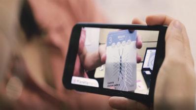 Los juegos de cartas con realidad aumentada fueron uno de los formatos usados por el personal investigador a la hora de ilustrar su trabajo al público general durante la Noche Europea de la Investigación.