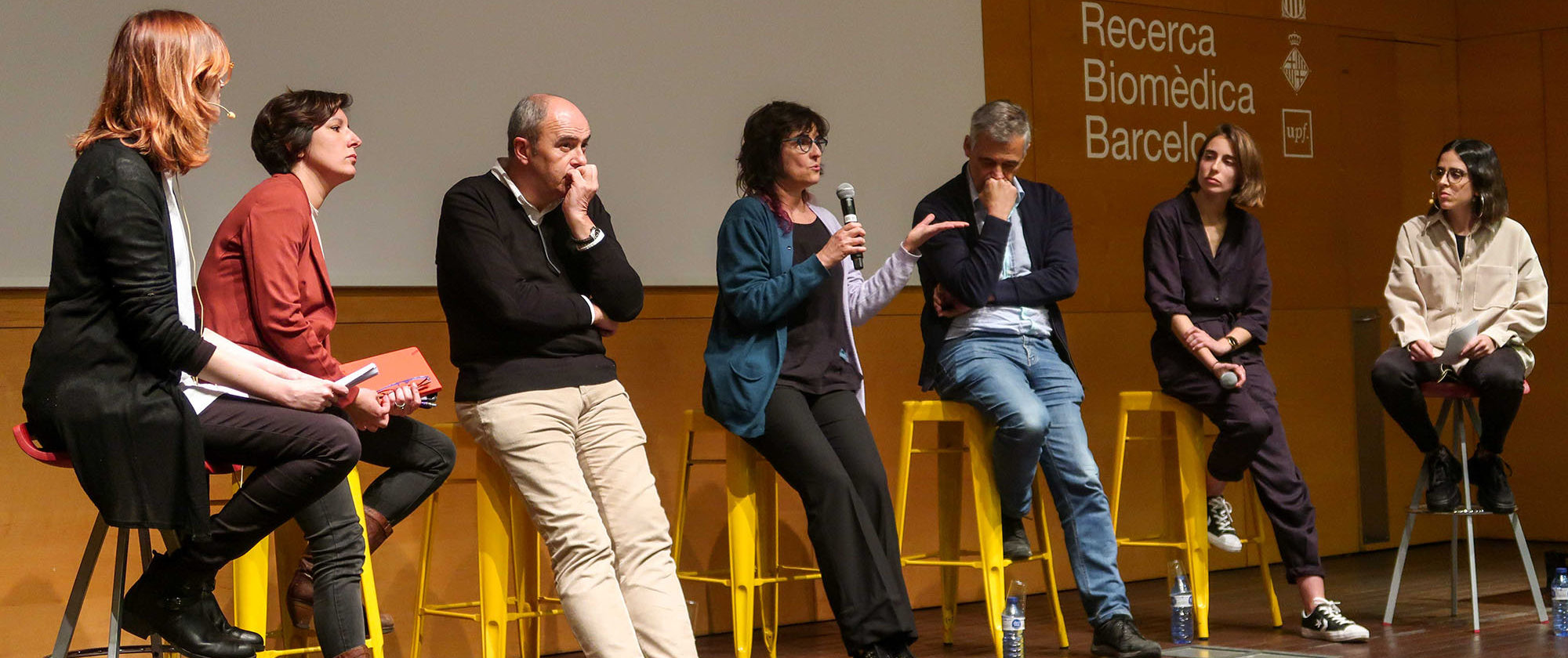 "Picture of the debate that took place after the screening of the documentary ""Scientifilia""."