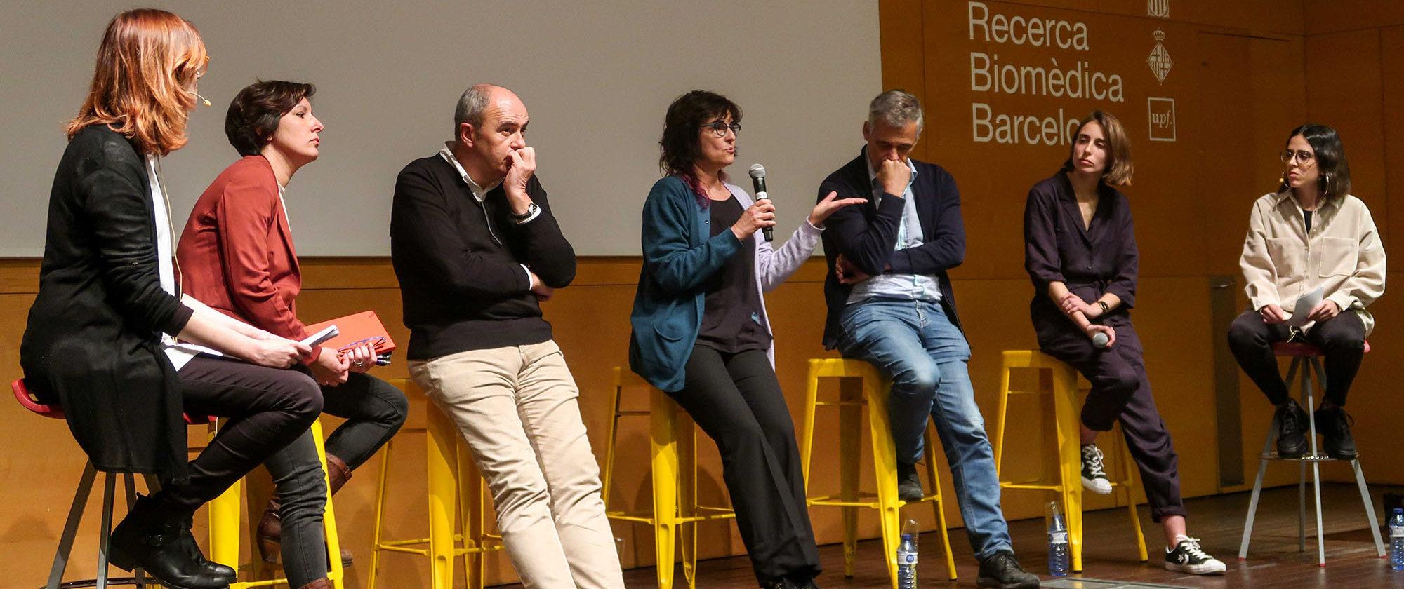 """Imatge del debat que va tenir lloc un cop finalitzada la projecció del documental """"Scientifilia""""."""