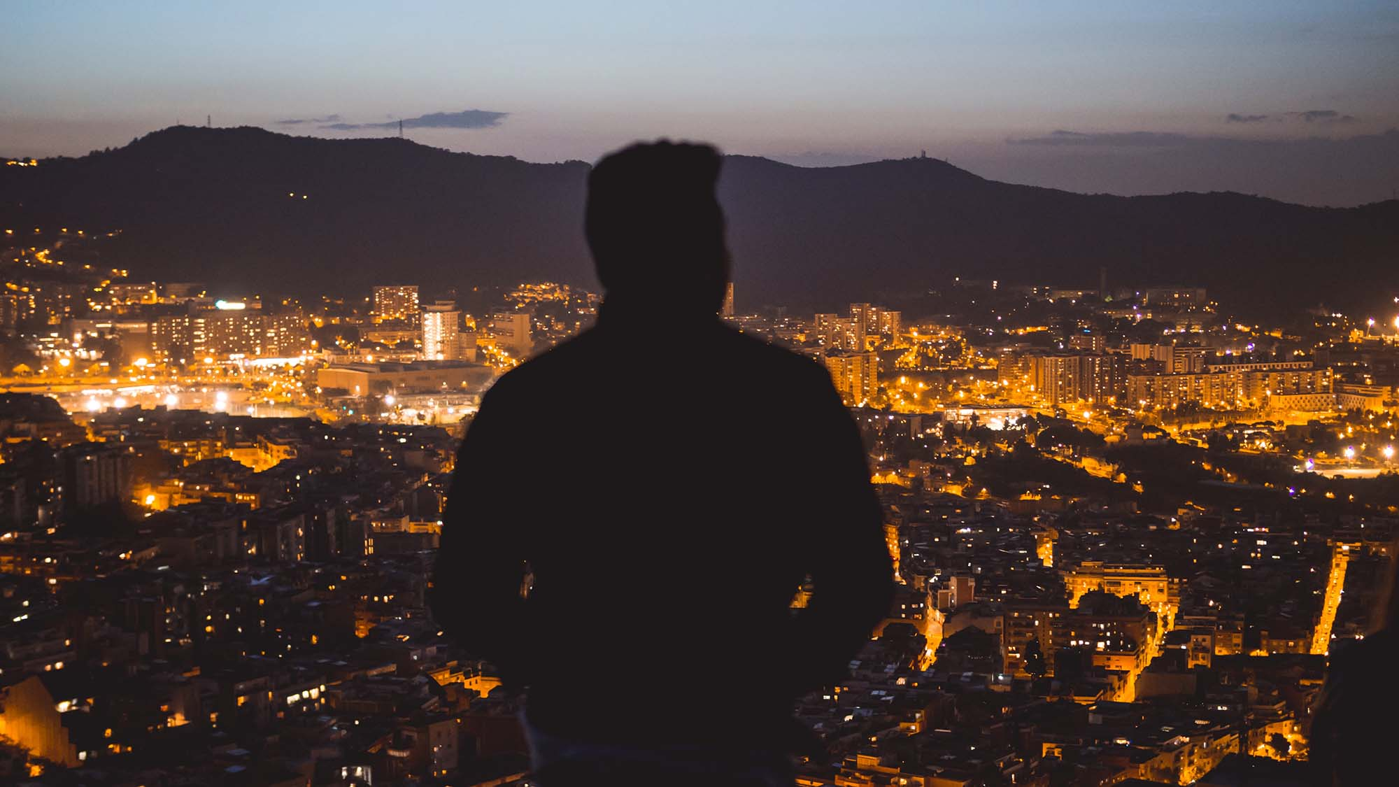 Researchers at ISGlobal have studied the effects of night-time exposure to blue light. Photo by Wyron A via Unsplash.