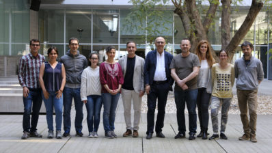 Membres del GRIB del DCEXS-UPF que han estudiat el comportament d'individus amb depressió a través de les seves piluades. Ángela Leis i el Ferran Sanz (tercera i cinquè començant per la dreta)